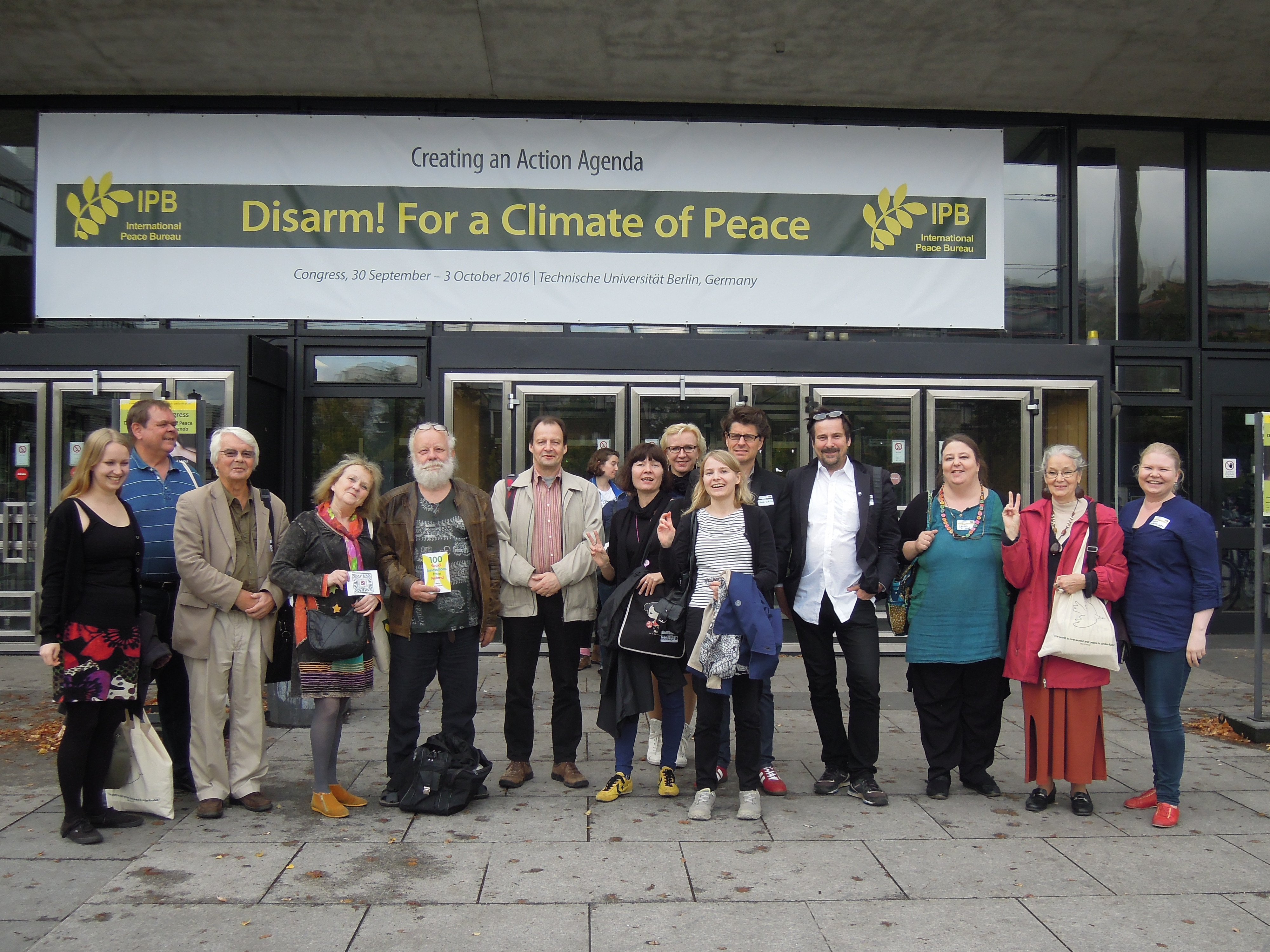 Suomalaisia rauhanaktivisteja International Peace Bureaun kongressissa Berliinissä 2016