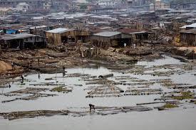 Slummi Lagosissa, Nigeriassa. Kuva: Wikimedia Commons.