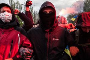 Helmikuussa 2014 aukiolla tapettiin yli sata mielenosoittajaa, mutta asiallisia tutkimuksia tapahtumien kulusta ei ole vieläkään tehty. Joukkomurhasta etsintäkuulutettu  Janukovytš lähti maanpakoon Venäjälle ja valta siirtyi parlamentille. Kuva: Olya Morv