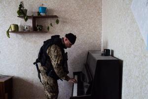 Miehiä koskeva asevelvollisuus on käytössä ja palvelus kestää 12-18 kuukautta. Asevelvollisia ei kuitenkaan voida lähettää sotaan ilman heidän omaa suostumustaan. Kuva: Olya Morvan