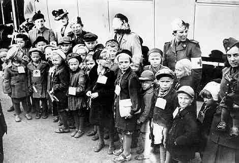 Suomalaisia sotalapsia Turussa